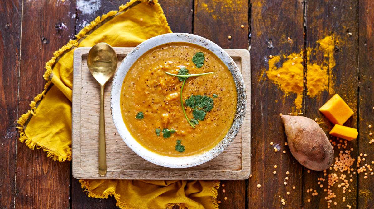Deliciosa y saludable sopa de calabaza y patata dulce Exante rica en proteína, vitaminas y minerales para disfrutar de una comida sencilla