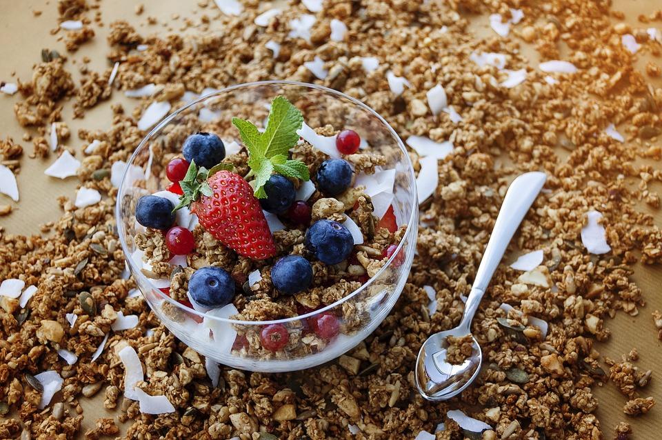 Un desayuno saludable forma parte de nuestros trucos saludables para estar sanos de pies a cabeza