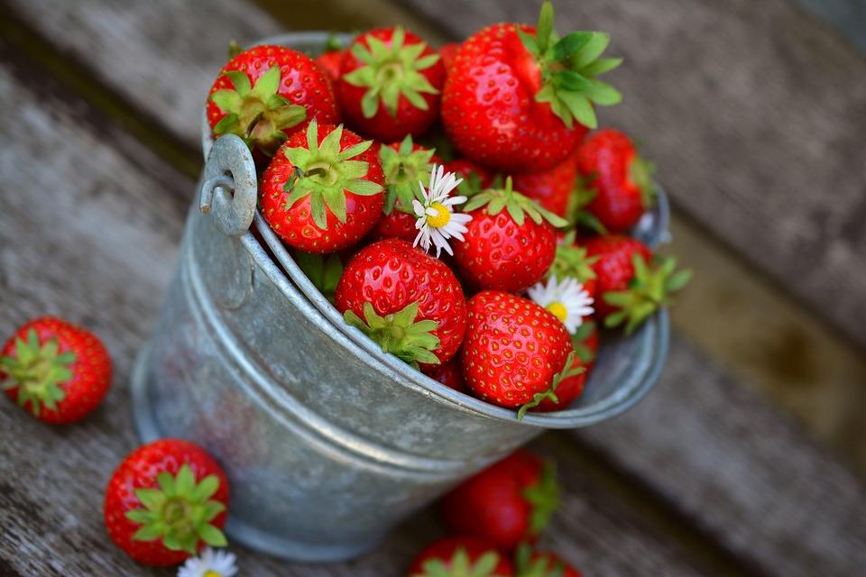 las fresas son frutas de bajo índice glucémico que te ayudarán a lograr un detox de azúcar