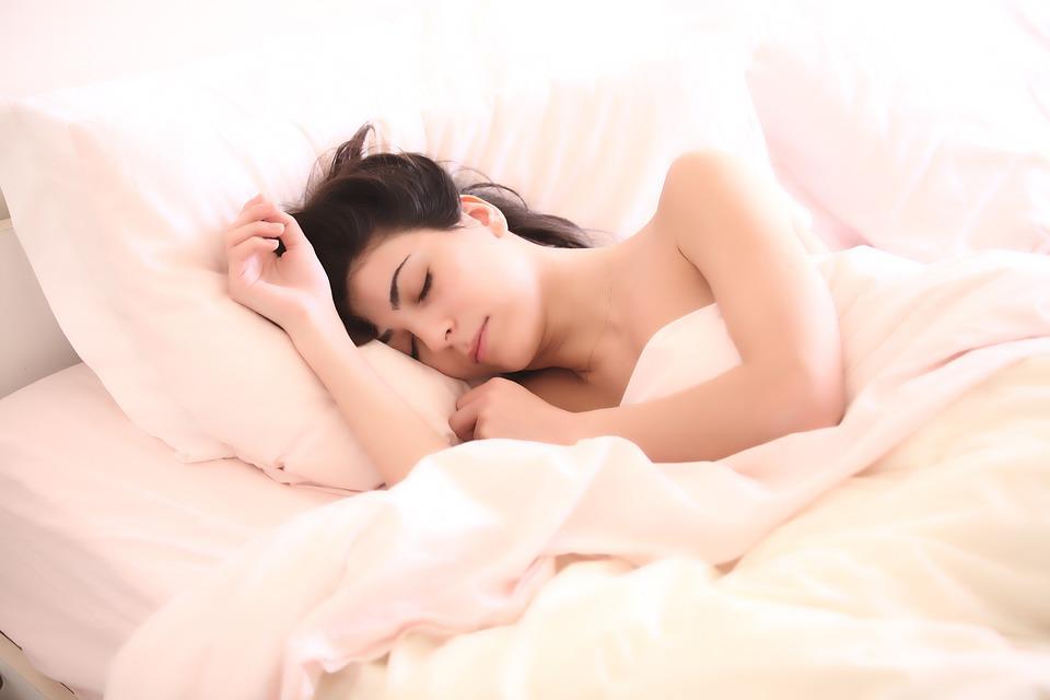 dormir ayuda al proceso de pérdida de grasa