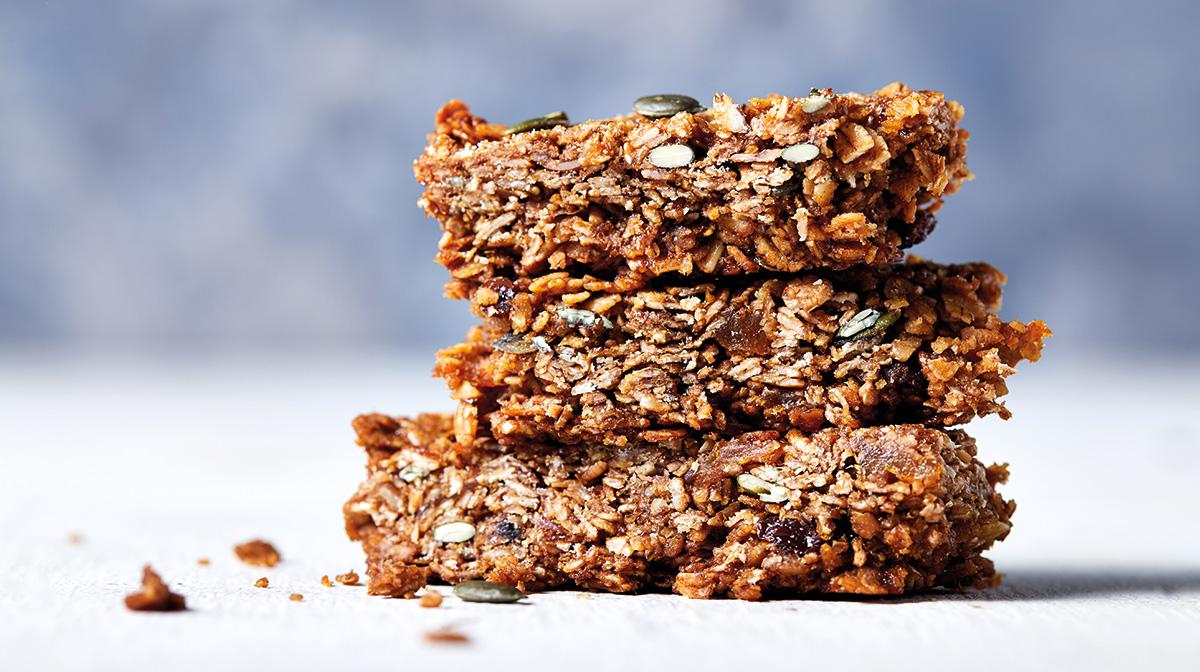 recetas saludables de barritas hechas con granola para disfrutar de un tentempié o postre saludable