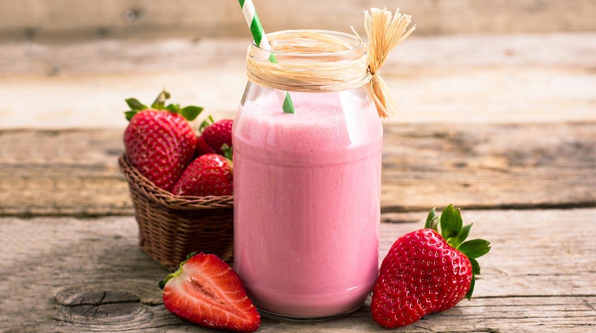 delicioso y refrescante smoothie saludable de fresa