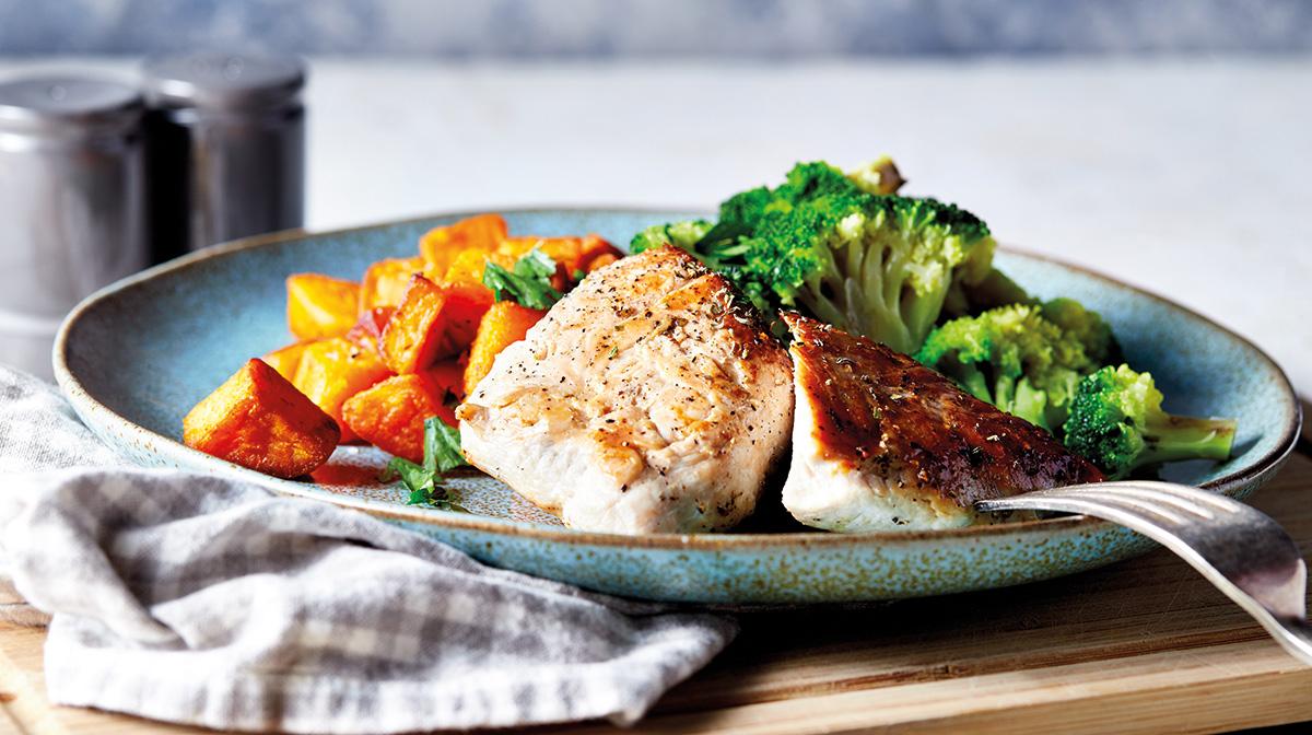 recetas saludables de un rico pavo con boniato y brócoli para disfrutar de una comida saludable