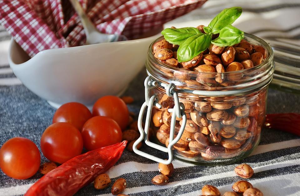 beneficios del complejo de vitamina B salmón, huevos, frutos secos, carnes, avena y leche ricos en vitaminas del complejo B