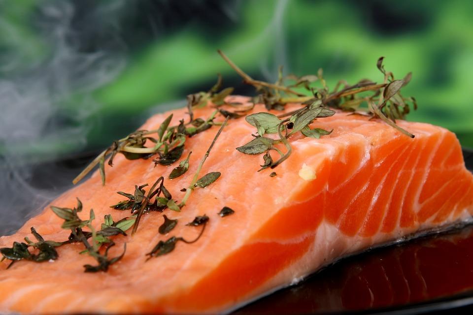 Salmón rico en omega 3 y lleno de fibra para disfruta de una receta saludable