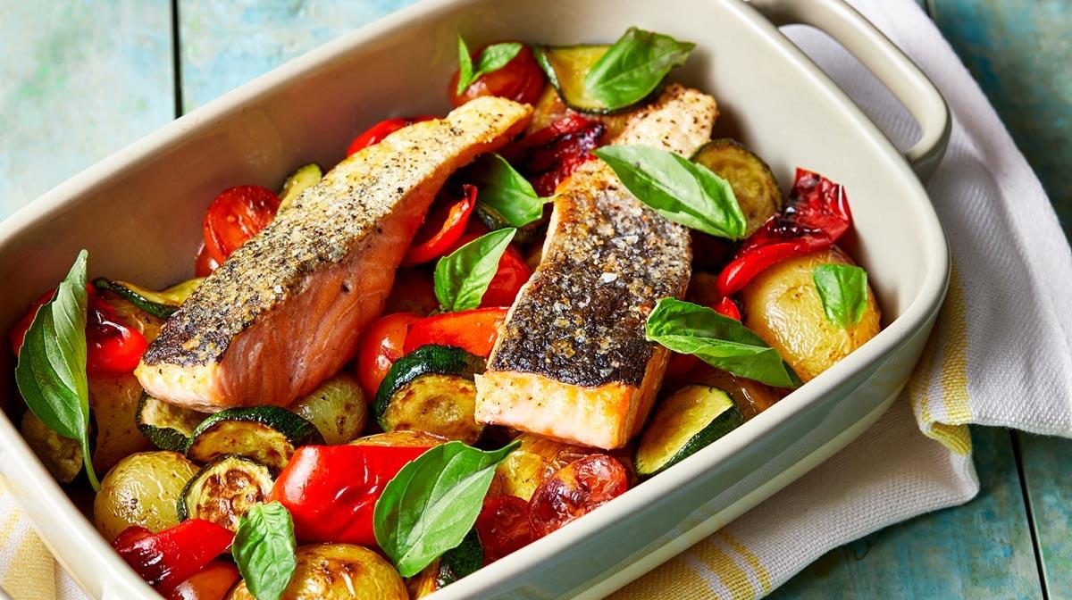 Salmón con verduras asadas