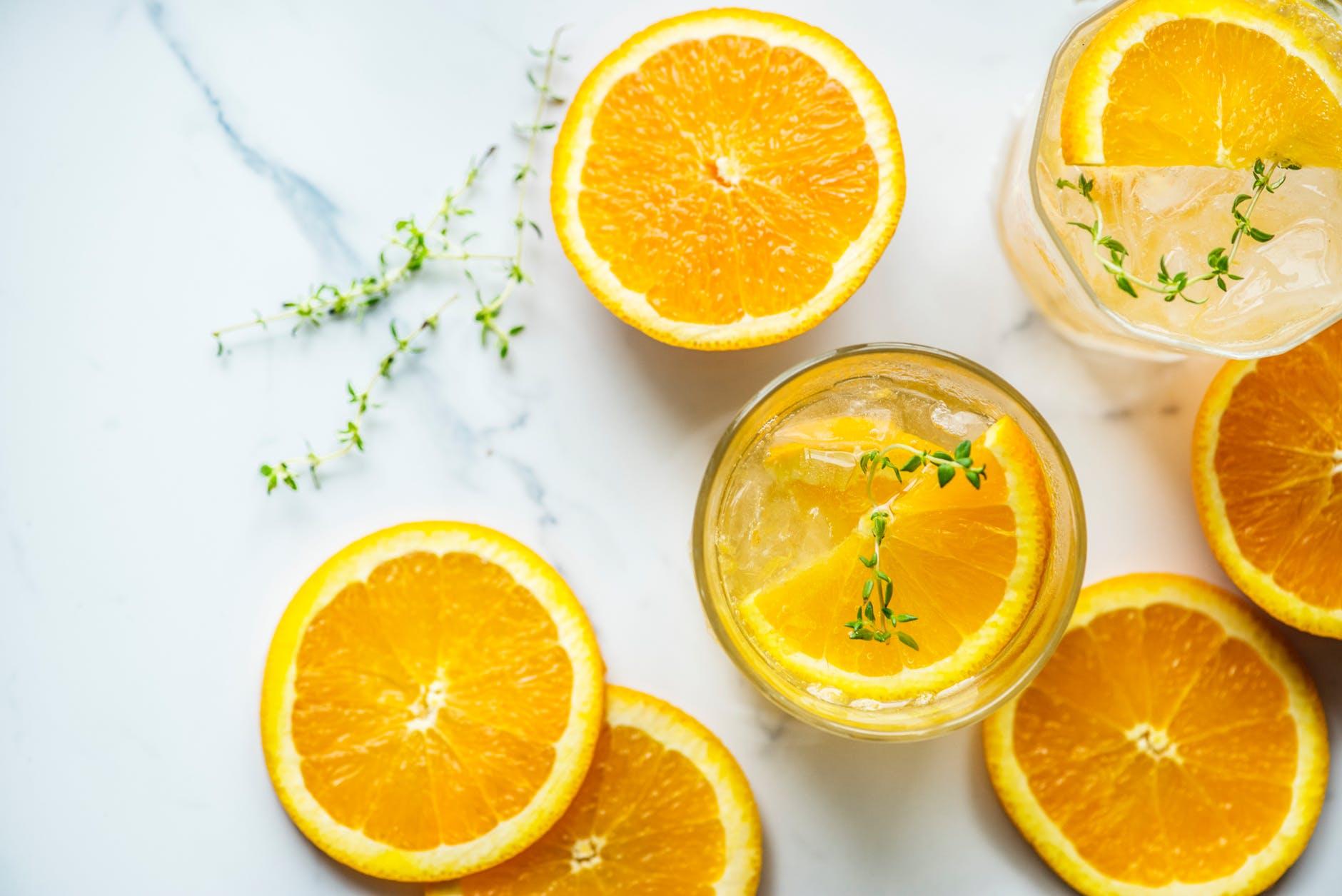 Incrementar-el-consumo-de-agua-te-ayudará-a-perder-peso-agua-con-limón