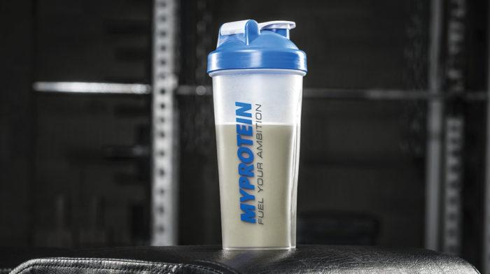 Cel mai bun shake proteic pentru inainte de somn