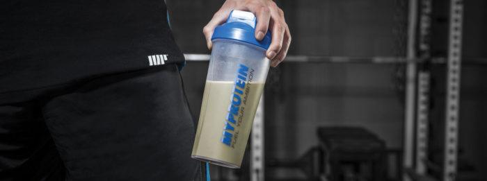 Când să-mi beau shake-ul proteic? Studiu asupra momentului ideal din zi