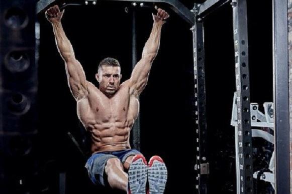 Lær den rette teknik til hængende benløft og få en stærk core