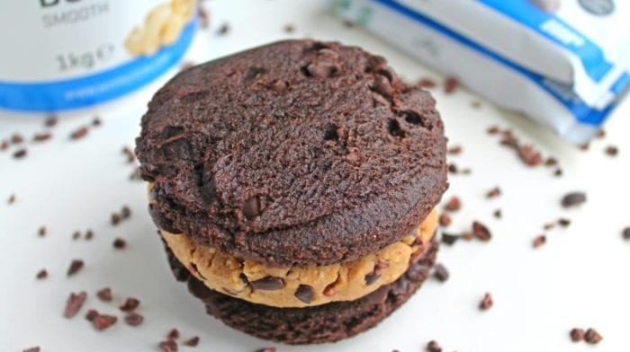 Protein cookie dough sandwich med vanilje og crunchy chokolade