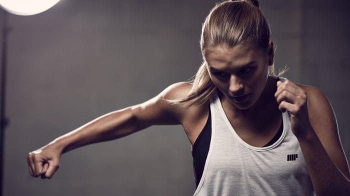 Øvelser til stærke skuldre | Få en slank talje med skuldertræning