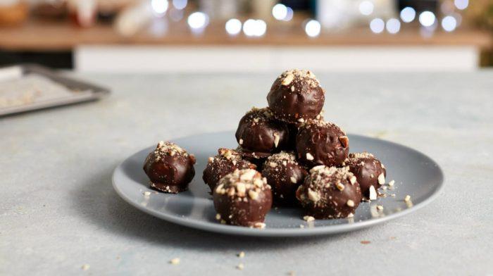 Protein chokolade julekugler med mandel crunch