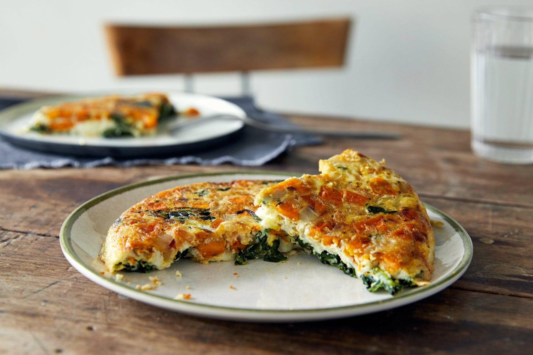 Sund æggekage opskrift med sød kartoffel & grønt