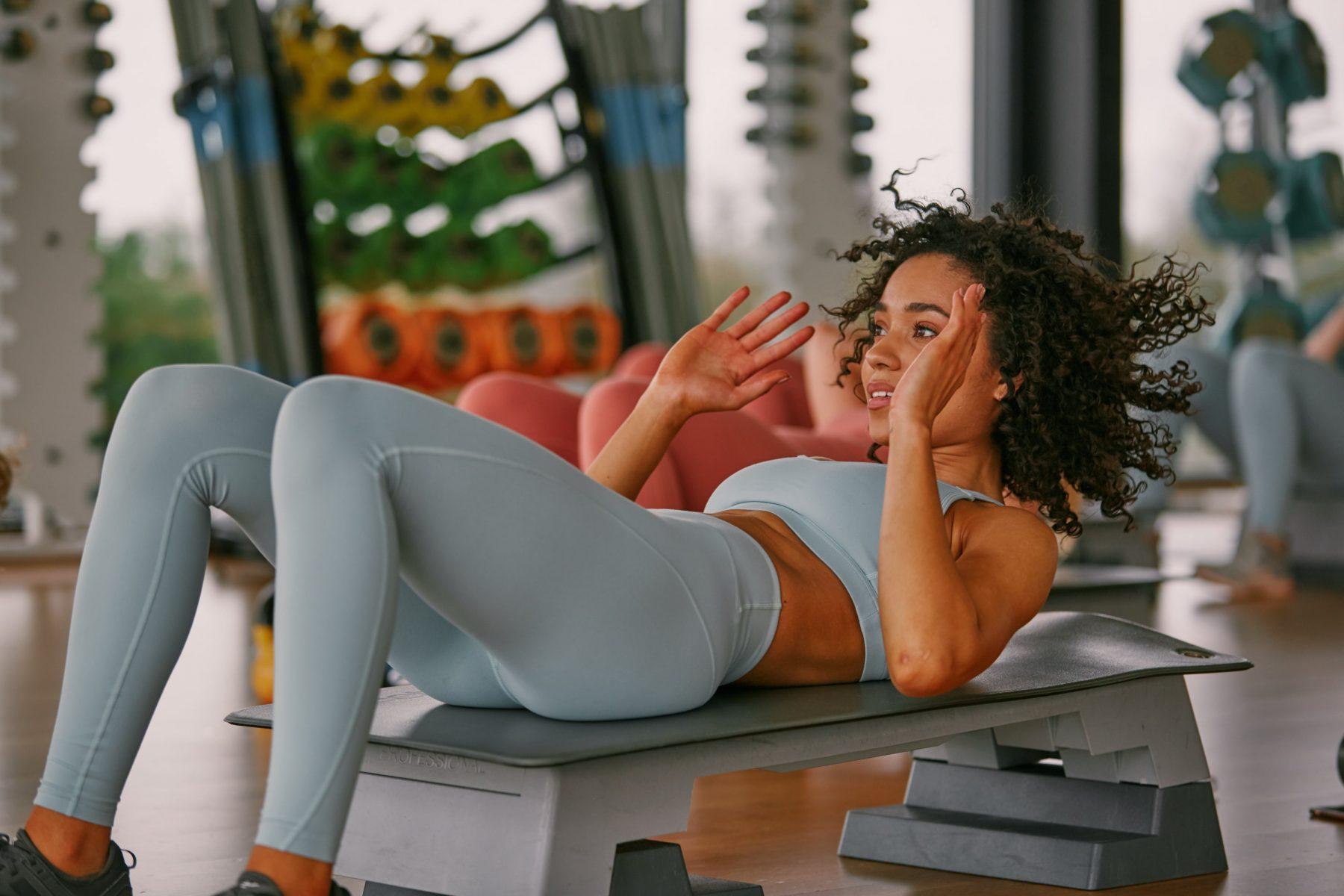 Træning hjemmefra | Steph Elswoods hurtige mavetræning