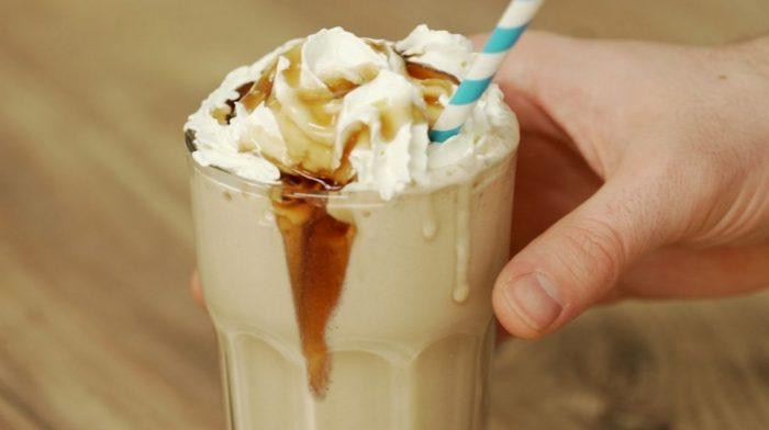 Protein iskaffe shake med chokolade & kokos