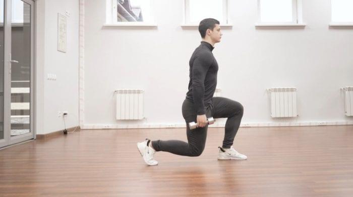 Выпады в движении: как правильно выполнять? С видео-инструкцией