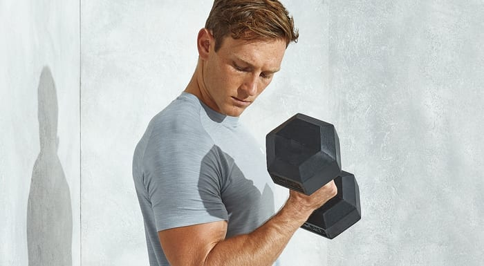 man doing dumbbell bicep curl