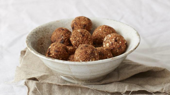 ヘルシーなエナジーボールのレシピ7種類 | オーブンなしで作れる簡単プロテインスナック!