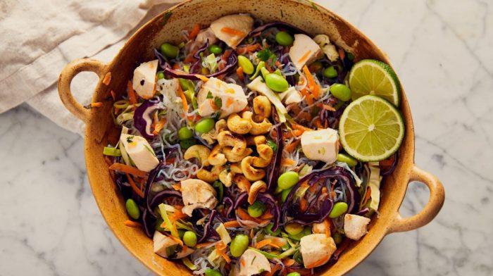 Vähähiiliihydraattinen kana-nuudelisalaatti | Ruokaohje