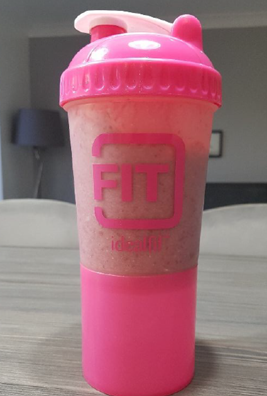 IdealFit Protein Smoothie in pink shaker