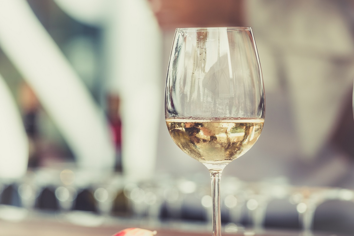 low calorie alcoholic drinks - white wine and soda