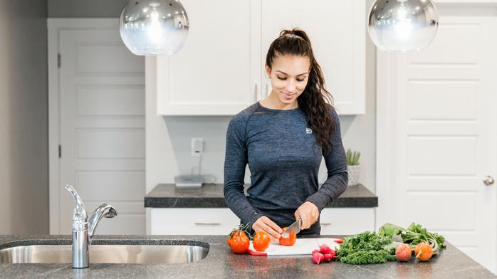 IdealFit athlete preparing healthy meals