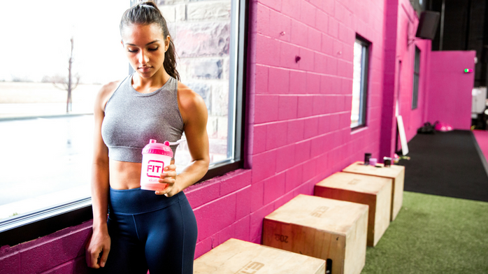 Fitness model in the gym with idealfit shaker