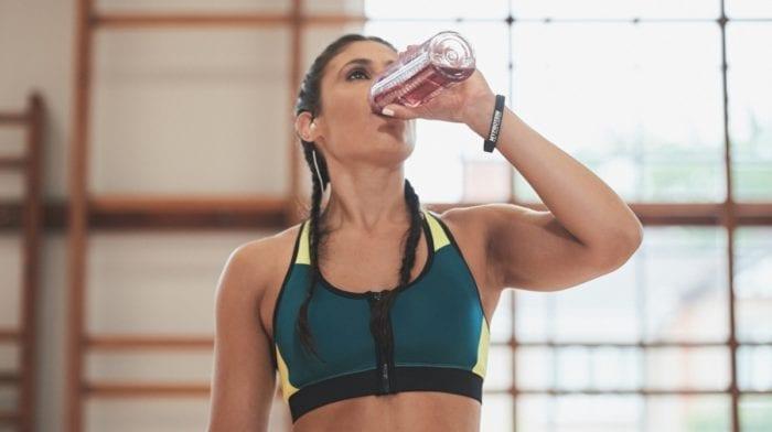 Boire beaucoup d'eau pour être en forme, buvez-vous en assez ?