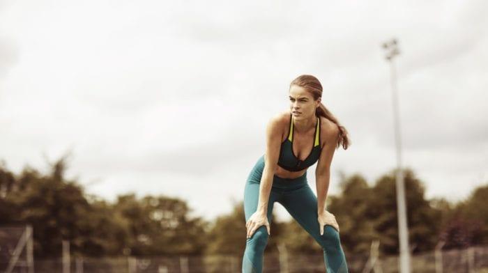 Pourquoi les femmes sont-elles plus susceptibles d'avoir des problèmes de genoux ?