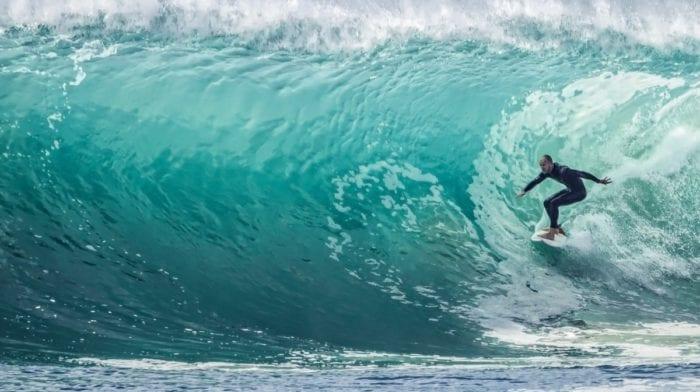 Prenez la vague et obtenez une shape de surfer