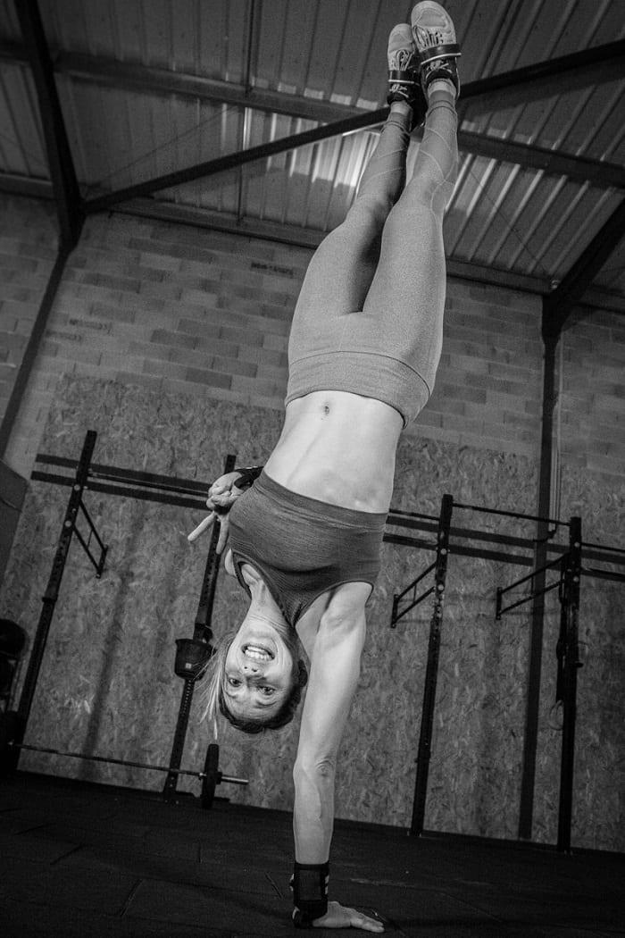 handstand marie