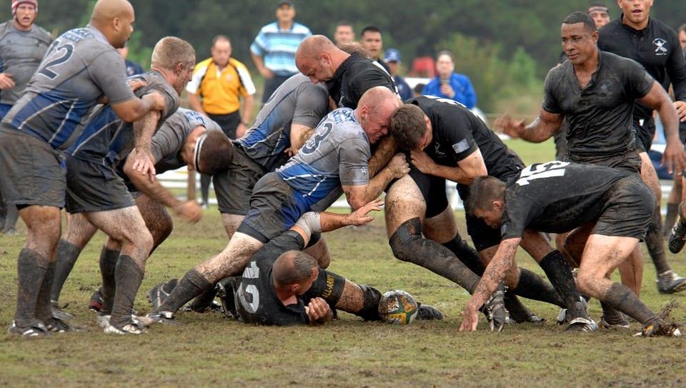 le rugby nécessite une bonne préparation physique pour supporter les chocs violents