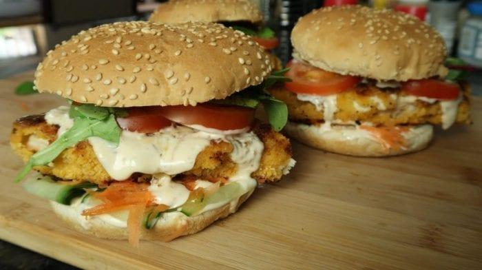 Recette de Burger poulet pané | Sauce chilli light