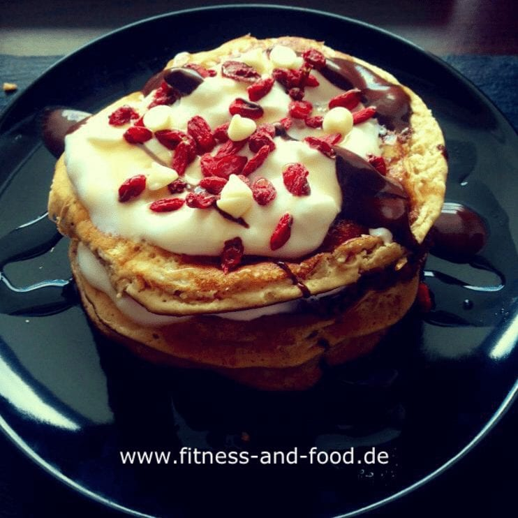 Vanille-Kokos und Erdbeer Pancakes