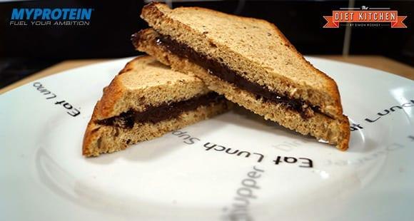 High Protein Sandwich mit Schokoaufstrich
