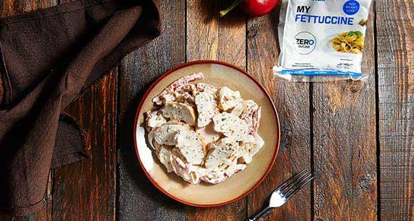 Rote Paprika und Mascarpone Fettucine
