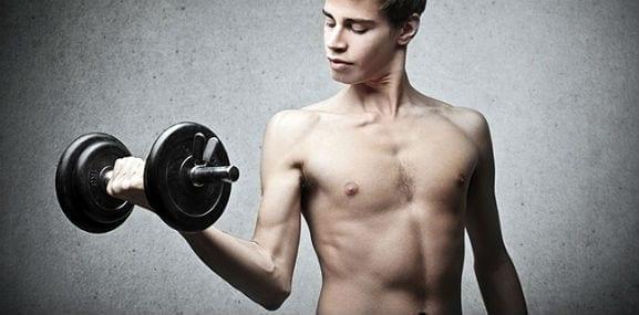Wie man Muskeln aufbaut: Ein Guide für Hardgainer