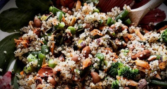 Quinoa Salat mit Bohnen-Dip