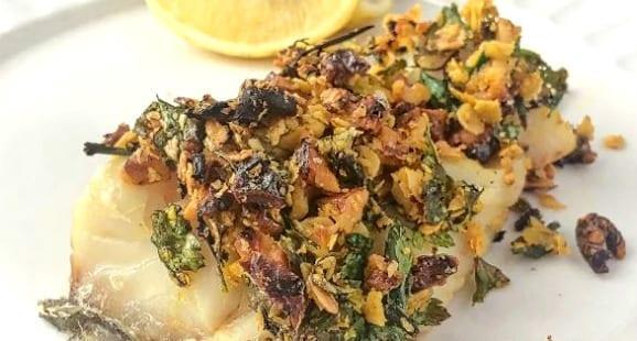 Kabeljau mit Kräutern und Walnusskurste | Gesundes Fisch Rezept