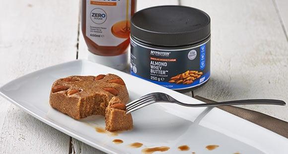 Mandeltörtchen-Herz | Gesundes Protein Snack Rezept