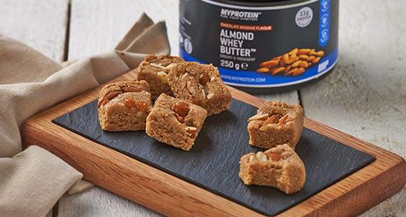 Mandelbutter Protein Fudge | Gesundes Snack Rezept