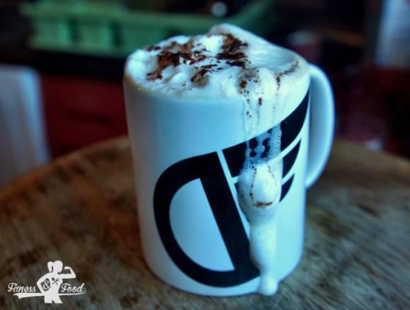 Banane-Kokos Protein Latte | Protein Heißgetränk für den Morgen