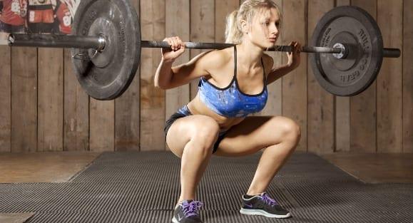Frauen, Kraftsport & Muskelaufbau: Die 4 populärsten Irrtümer