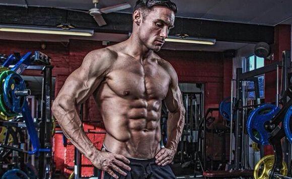 Bauchmuskeln für Anfänger: Mit Myprotein Athlet Kirk Miller zum Super-Sixpack