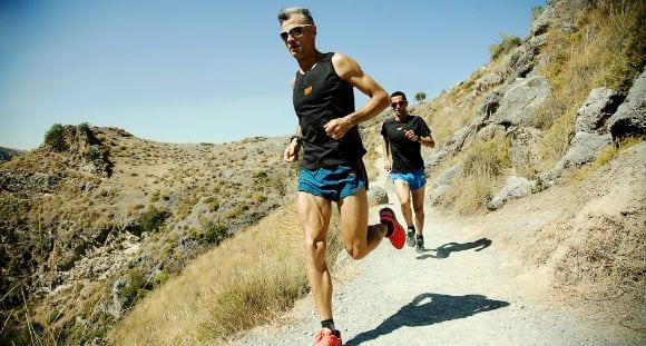 Laufverletzungen vermeiden: Wie man Dysbalancen in Beinbeugern, Abduktoren & Rumpf ausgleicht