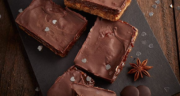 No-Bake Millionaire Shortbread mit Karamell & Schoko | Gesundes Kakao Rezept