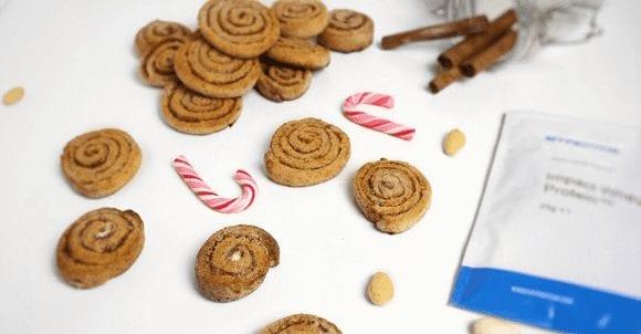 Gesunde Weihnachtskekse | Proteinreiche Mini Zimtschnecken