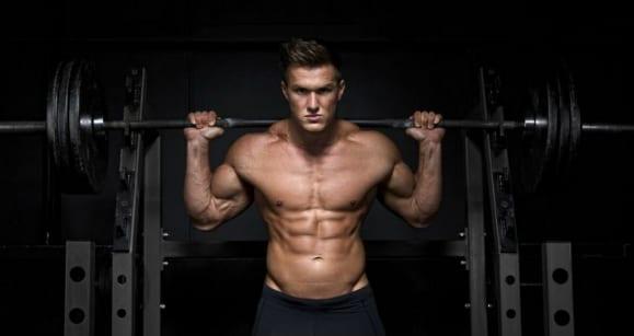 steinharte Bauchmuskeln