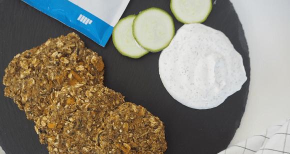 Kalorienarmes Rezept | Kartoffel Zucchini Puffer mit Kräuterdip